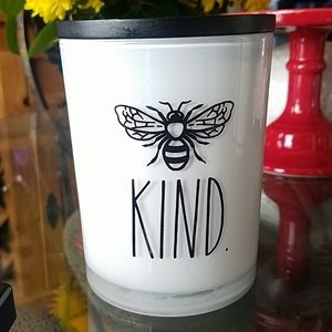 BNWT Rae Dunn Candle Kind Bee Tea & Honey